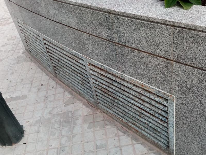 Примыкание рамки к фасаду